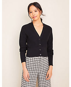 앤테일러 Ann Taylor Ribbed Cropped V-Neck Cardigan,Black