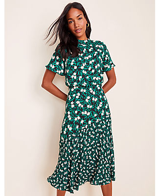 Diagonal seaming and mixed florals put a fresh slant on this softly swirled dress. Mock neck. Short sleeves. Shirred waist seam. Hidden back zipper with hook-and-eye closure. Lined body.