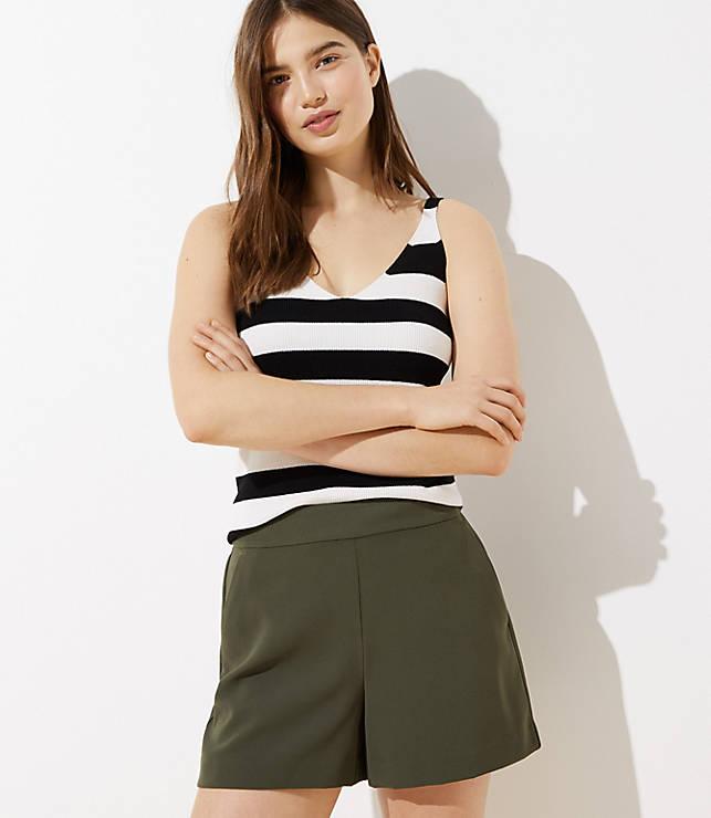 Petite Crepe Pull On Shorts
