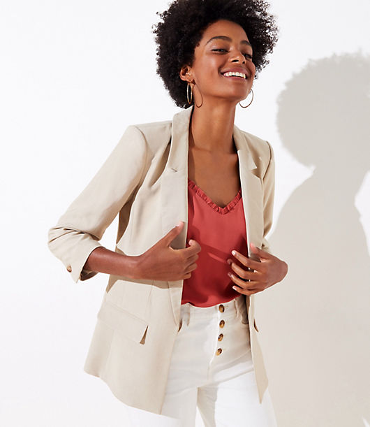 Beautifully tailored with a flattering fit and modern dose of minimalism, this blazer is an essential way to pull outfits together. Notched lapels. 3/4 sleeves with button cuffs. Open front. Front flap pockets. Back vent. Lined. Loft Petite 3/4 Sleeve Open Blazer