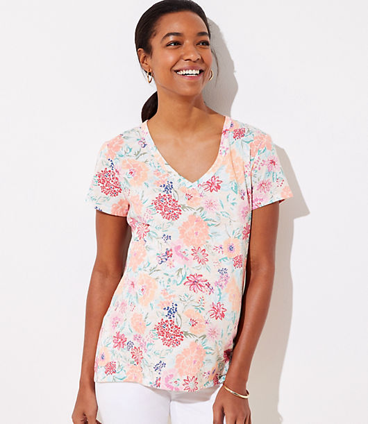 Works in any season, anytime, anywhere (so best to get one in every color). V-neck. Short sleeves. Patch chest pocket. Loft Maternity Floral Everyday V-Neck Tee